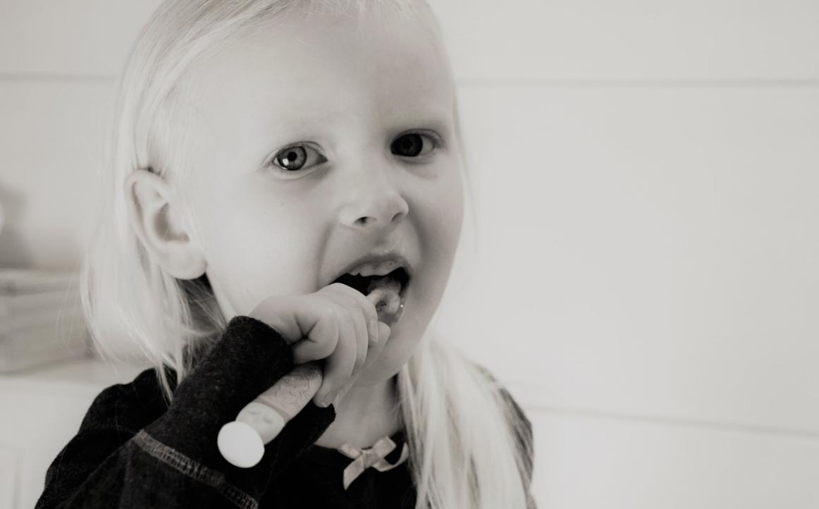 holčička a kartáček