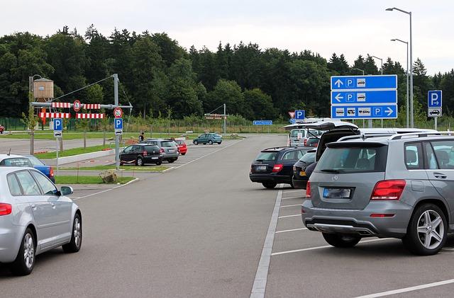 auta na parkovišti