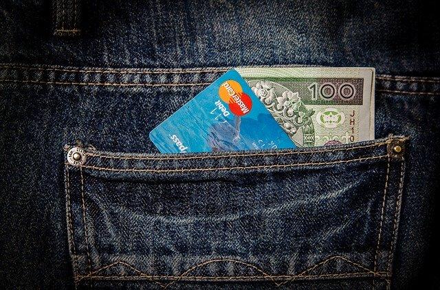 hotovostní a bezhotovostní peníze
